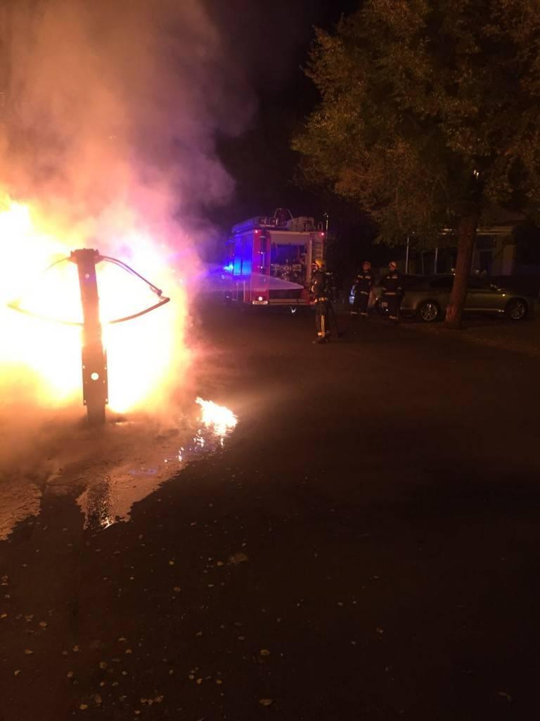 Los bomberos apagaron el incendio de los contenedores de Puertollano / Emergencia 1006