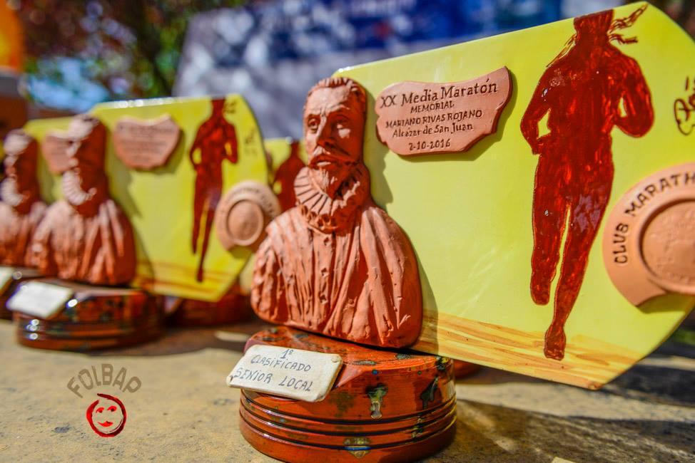 trofeos de la media maraton de alcazar de san juan 2016 - Herencianos en la XX Media Maratón de Alcázar de San Juan 2016