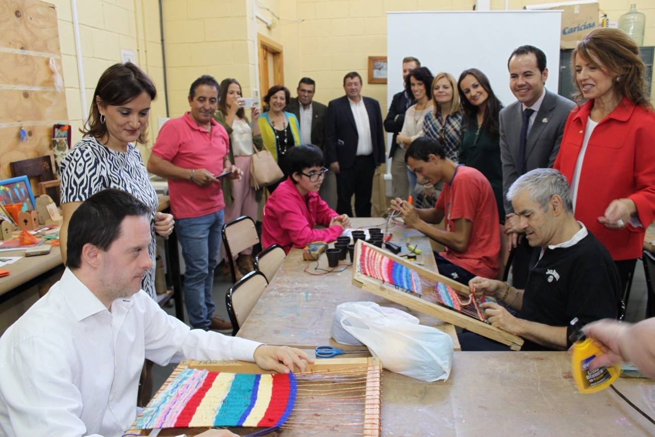 visita al centro ocupacional el picazuelo en herencia 3 - Se incrementan en 36 plazas en la red de Centros Ocupacionales para personas con discapacidad