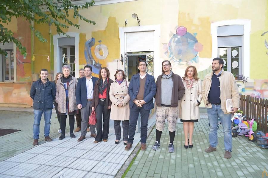 Antonio Laguna pintar el patio de La Flauta Magica - Antonio Laguna Cabezuelo pinta cuatro murales para la Diputación