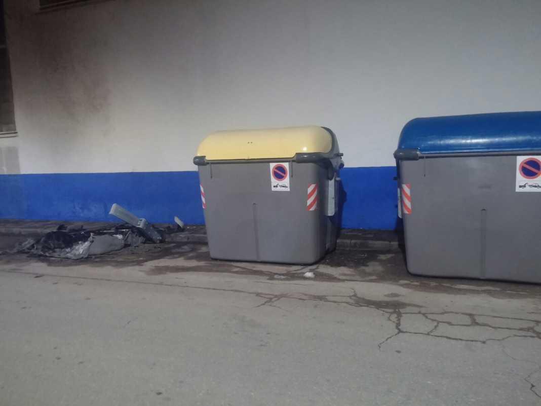 Otro contenedor consumido por el fuego en Herencia 1