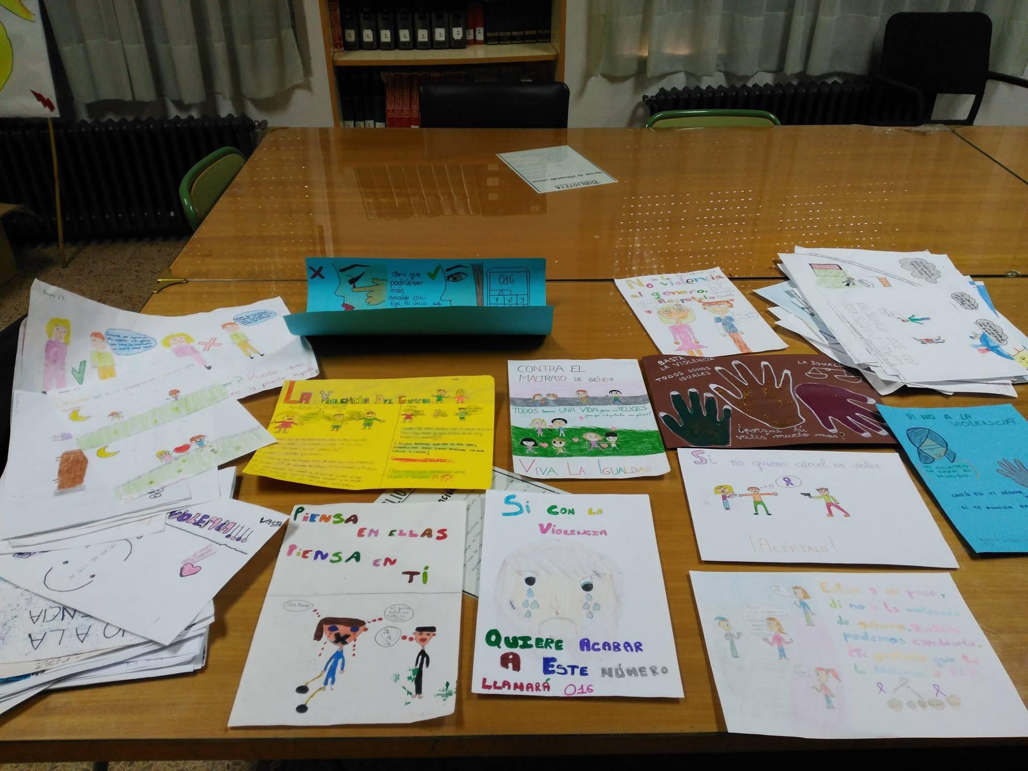 dibujos-y-esloganes-contra-la-violencia-de-genero-en-herencia