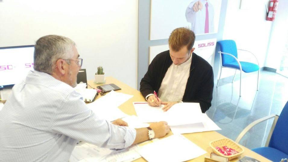 firma del nuevo seguro deportivo - Las Escuelas Deportivas de Herencia alcanzan su récord de participación