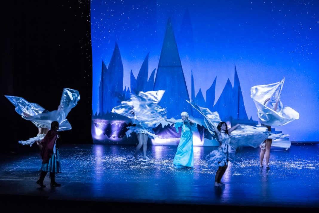 frozical en escena 1068x712 - Frozical, el reino helado de Frozen el 10 de diciembre en Herencia