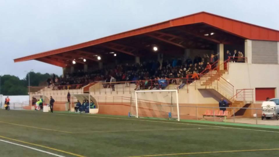 grada de campo futbol herencia - Partido entre CDB Herencia y el Deportivo Manchego CF