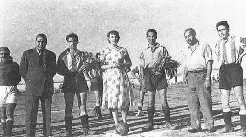 Año 1944. El Herencia es invitado en la inauguración del campo del fútbol del Villacañas. En la imagen Francisco Camacho, Críspulo Gómez y Eugenio Poveda.