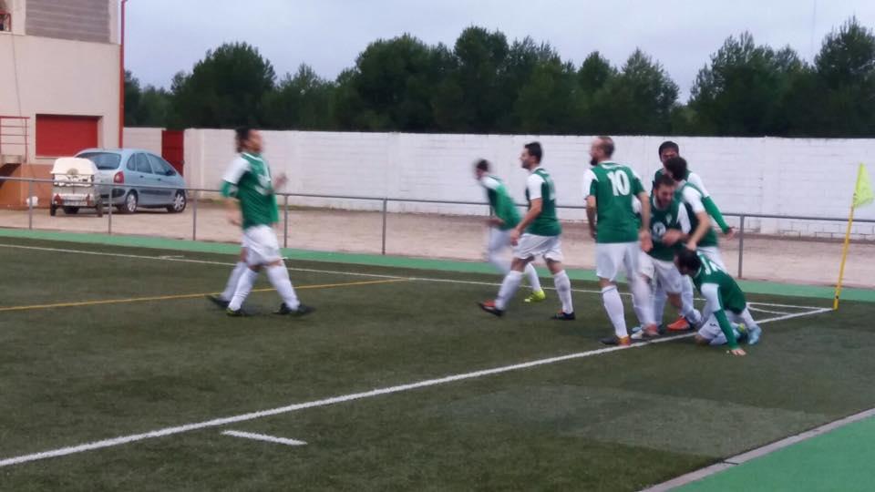 jugadores de herencia futbol en campo - El matagigantes vuelve hacer honor a su apodo