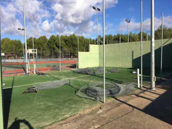 Obras de mejora en las pistas de pádel de Herencia 2