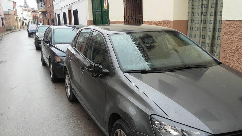 Retrovisores destrozados en Calle Matallana en Herencia (Ciudad Real).