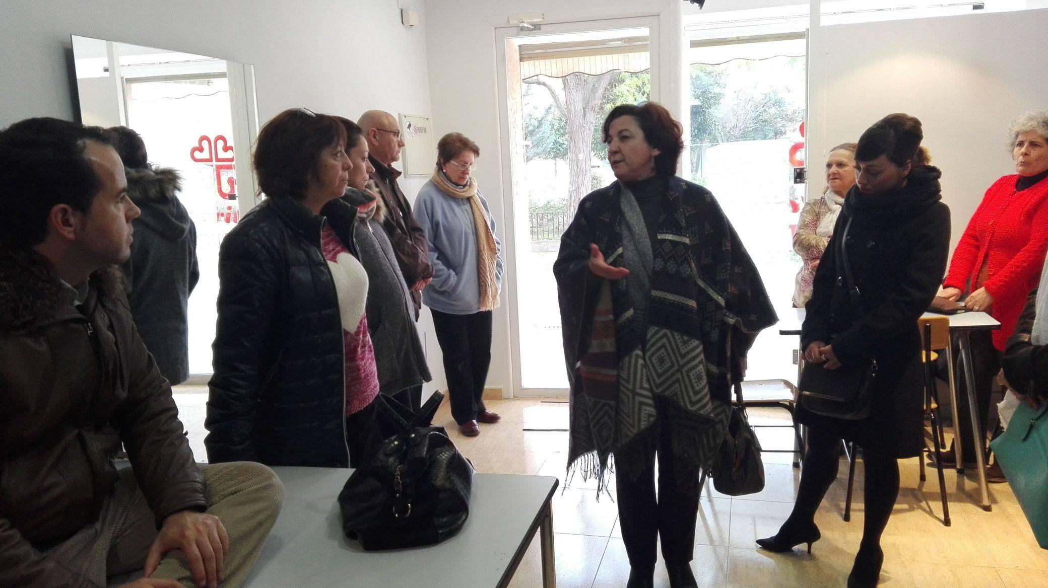 visita al nuevo ropero de caritas herencia - Cáritas presenta su nuevo proyecto de ropero solidario