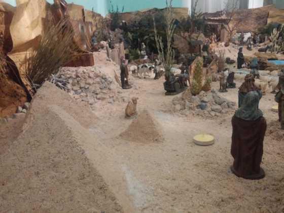 Belen Jesus Gomez Calcerrada4 560x420 - Galería de imágenes de la II Muestra de belenes de Herencia