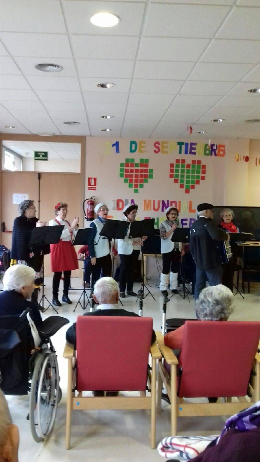 actuacion de los superpayasos en la residencia la merced de herencia09 - Visitas musicales en las residencias de Herencia por Navidad