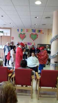 Visitas musicales en las residencias de Herencia por Navidad 1