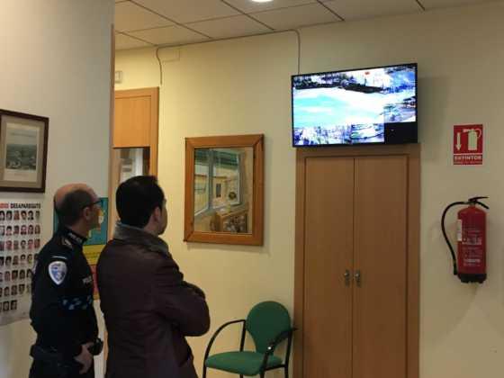 El alcalde conoce el sistema de cámaras que vigilan Herencia 2