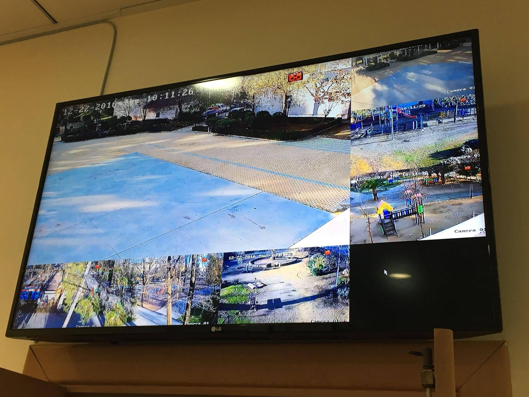 alcalde revisa camaras de seguridad en herencia 5 - El alcalde conoce el sistema de cámaras que vigilan Herencia