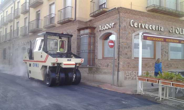 asfaltado de calle gomez montalban 4 700x420 - Asfaltado de calles en Herencia