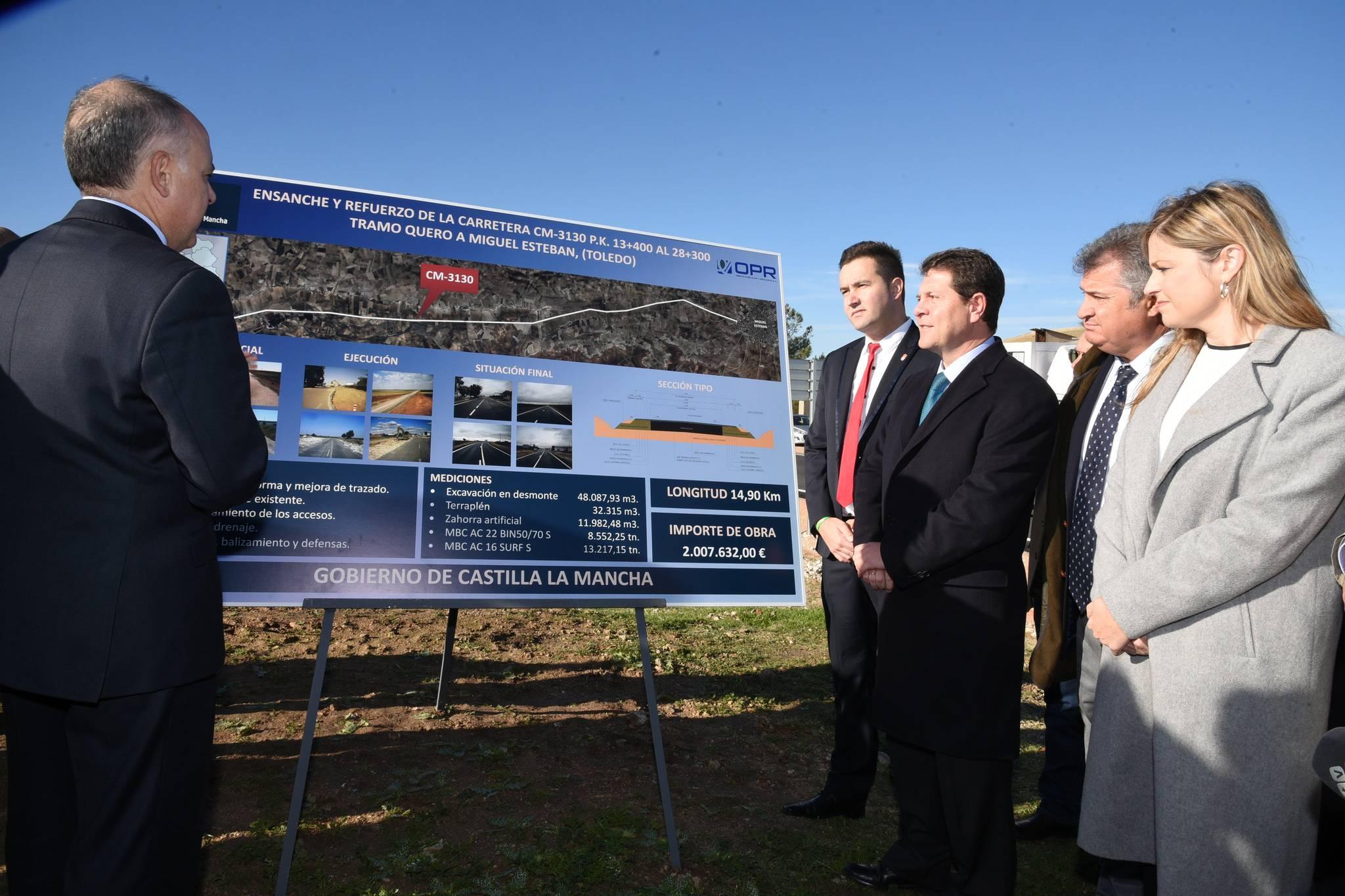 cartel de la obra sobre carretera cm 3130 - Gobierno regional ha actuado en más de 200 kilómetros de carreteras