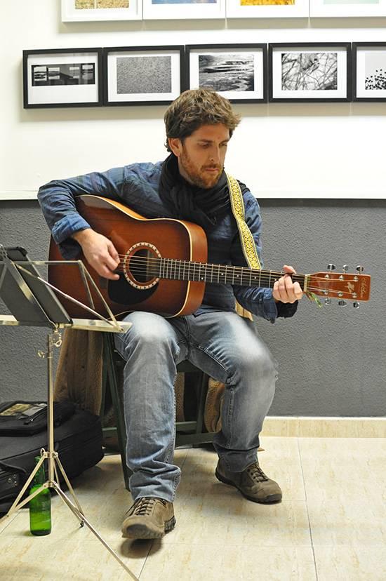 felipe jimenz en concierto - Felipe Jiménez presenta su recital folk en la biblioteca municipal