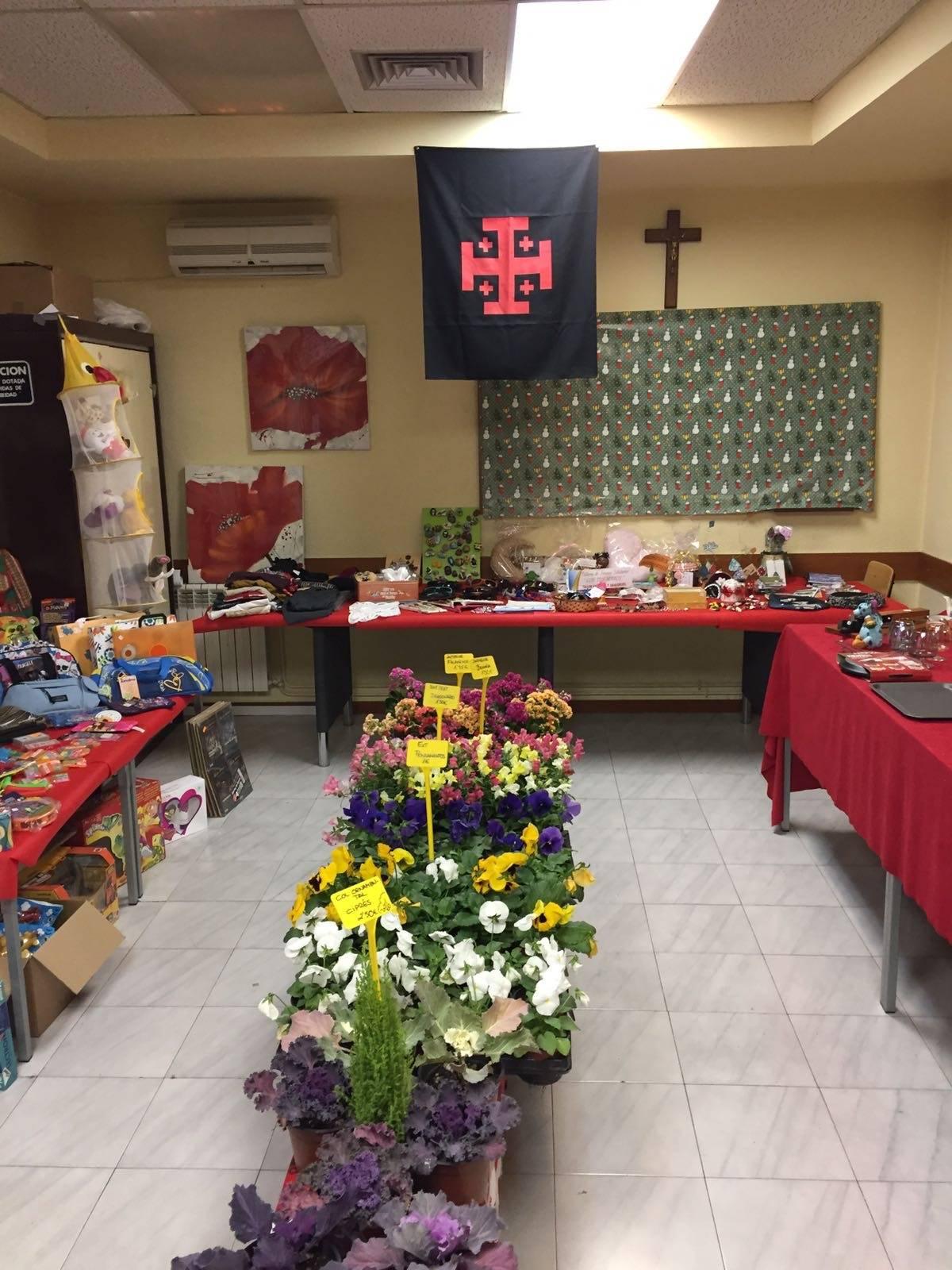 Mercadillo solidario de la cofradía del Santo Entierro
