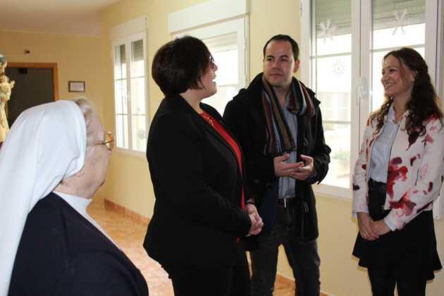 Carmen Olmedo Visita residencia mayores San Francisco Herencia 5 630x420 - La Delegada de la Junta visita Herencia y hace un balance del Área de Bienestar social