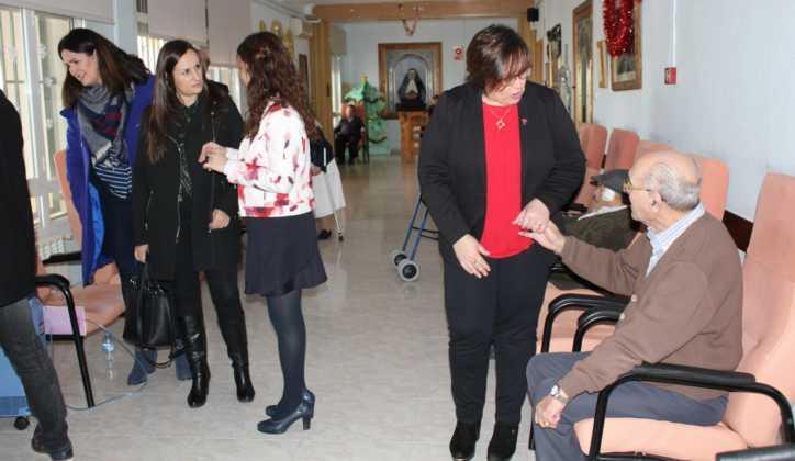 Carmen Olmedo Visita residencia mayores San Francisco Herencia 6 724x420 - La Delegada de la Junta visita Herencia y hace un balance del Área de Bienestar social