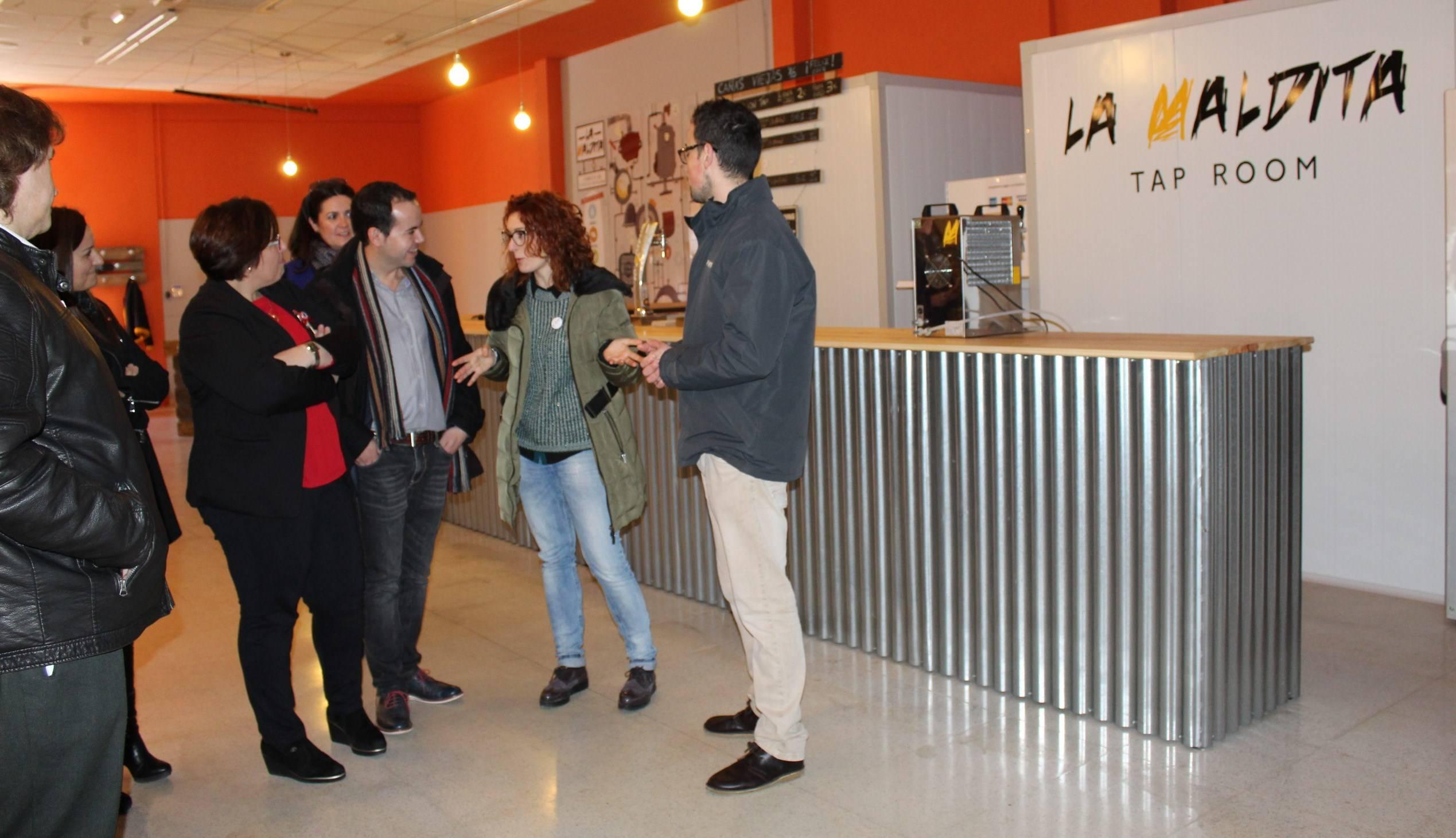 Carmen Olmedo visita cerveza La Maldita 1 - Olmedo visita La Maldita y hace balance del empleo regional
