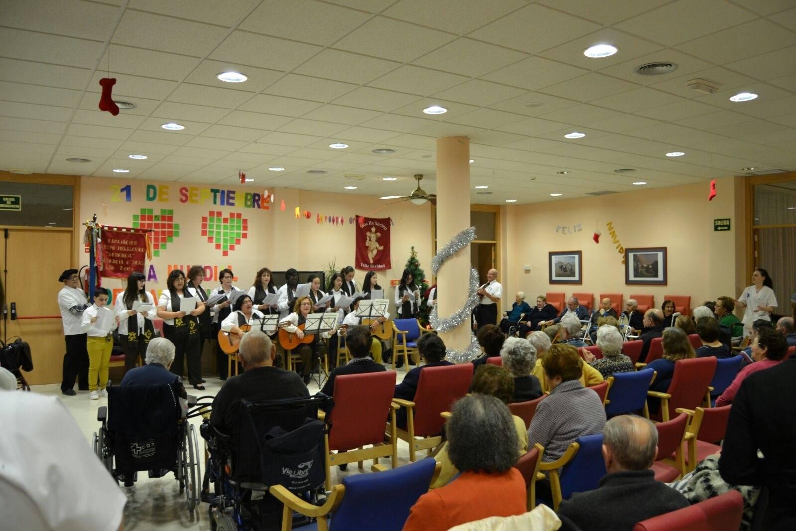 Coro de la azucena de san jose cantnado villancicos06 - Ruta de villancicos de la hermandad de San José y el grupo de coros y danzas infantil