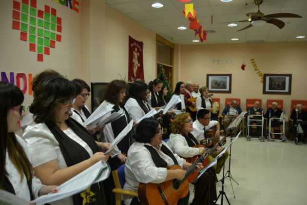 Coro de la azucena de san jose cantnado villancicos07 630x420 - Ruta de villancicos de la hermandad de San José y el grupo de coros y danzas infantil