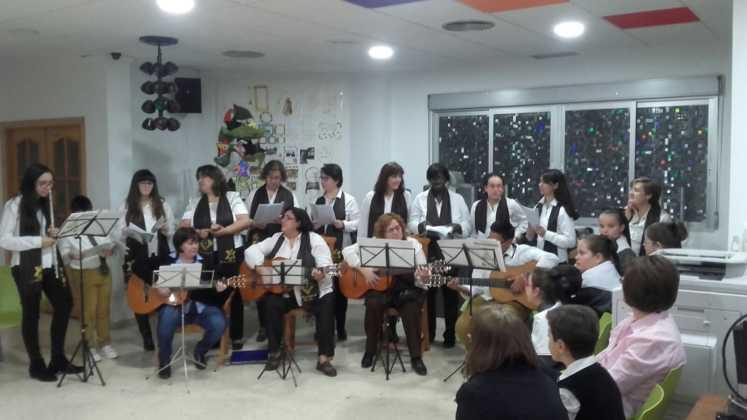 Coro de la azucena de san jose cantnado villancicos13 747x420 - Ruta de villancicos de la hermandad de San José y el grupo de coros y danzas infantil