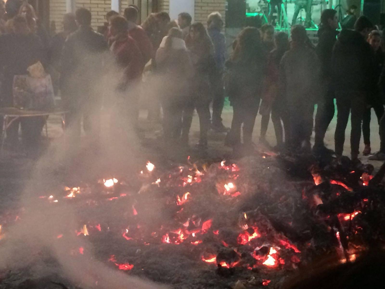 Festividad san anton Herencia 2017l - Comsermancha solicita extremar la precaución al deshacerse de los restos de las Hogueras de San Antón