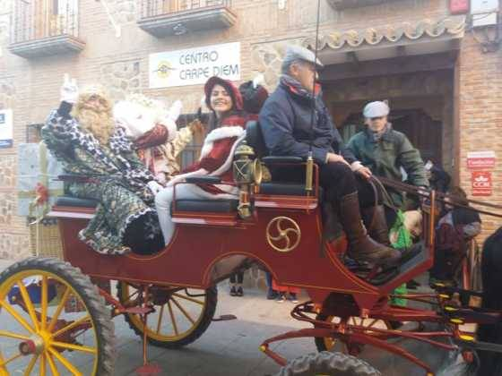 cabalgata de reyes magos fotos ayunto herencia 10 560x420 - Los Reyes Magos pasan por Herencia repartiendo ilusión