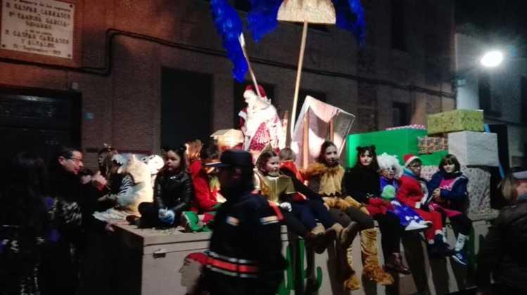 cabalgata de reyes magos fotos ayunto herencia 11 749x420 - Los Reyes Magos pasan por Herencia repartiendo ilusión