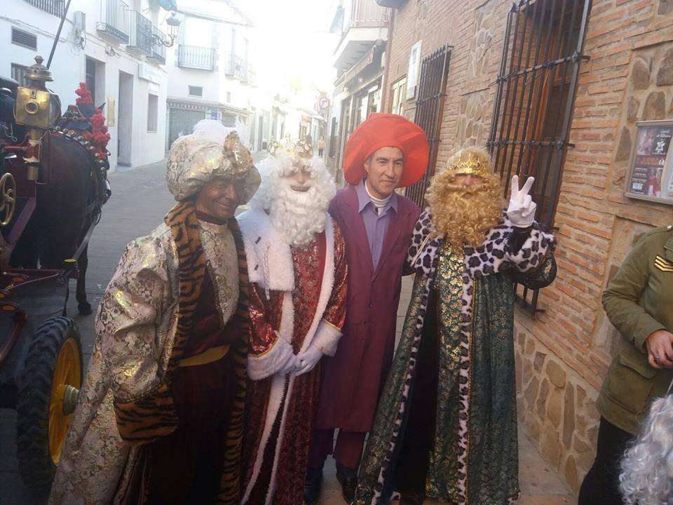 cabalgata de reyes magos fotos ayunto herencia 2 - Los Reyes Magos pasan por Herencia repartiendo ilusión