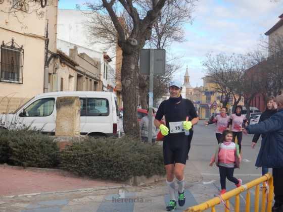 carrera popular 2017 san anton 10 560x420 - Fotografías de la Carrera popular de San Antón contra el cáncer