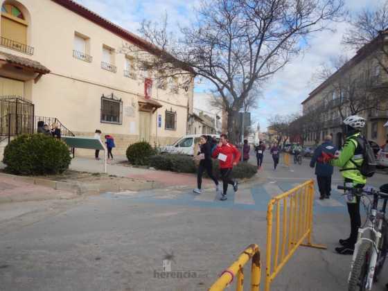 carrera popular 2017 san anton 4 560x420 - Fotografías de la Carrera popular de San Antón contra el cáncer