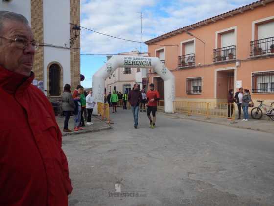 carrera popular 2017 san anton 8 560x420 - Fotografías de la Carrera popular de San Antón contra el cáncer