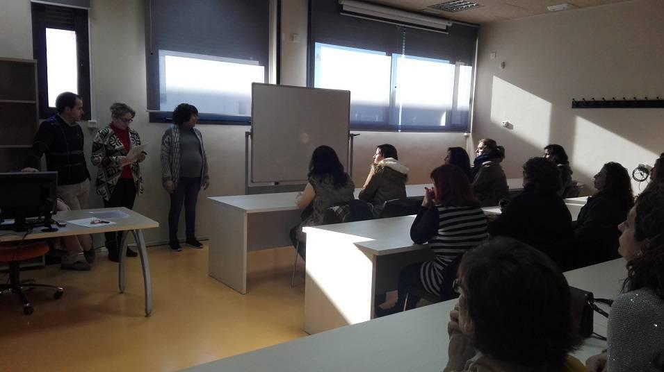 """Entrega de los diplomas del curso de """"Atención sociosanitaria a personas en instituciones"""" 15"""