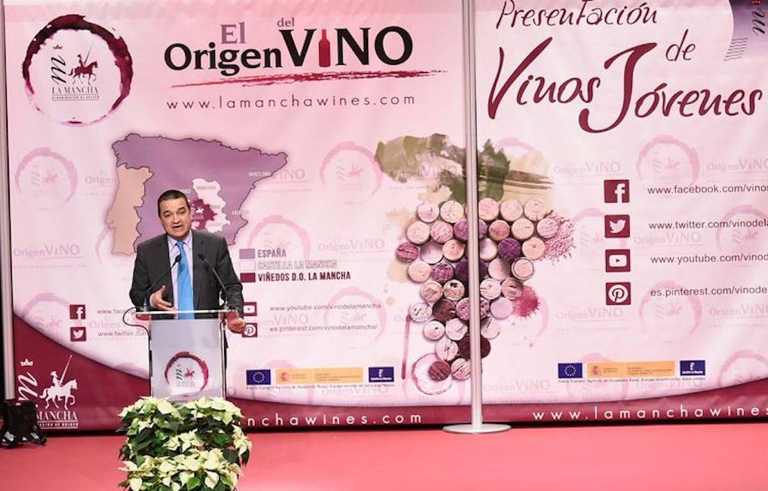 presentacion de vinos jovenes - Gobierto regional ingresó cerca de 13 millones de euros por la reestructuración de su viñedo