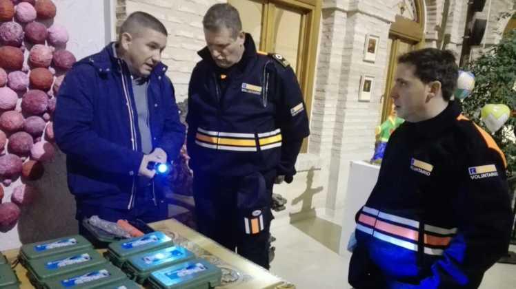 Viveros Ferca colabora con Protección Civil de Herencia donando linternas 10