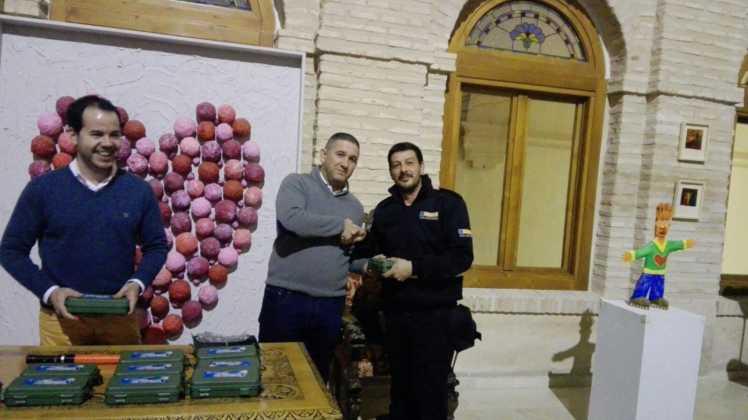 Viveros Ferca colabora con Protección Civil de Herencia donando linternas 3