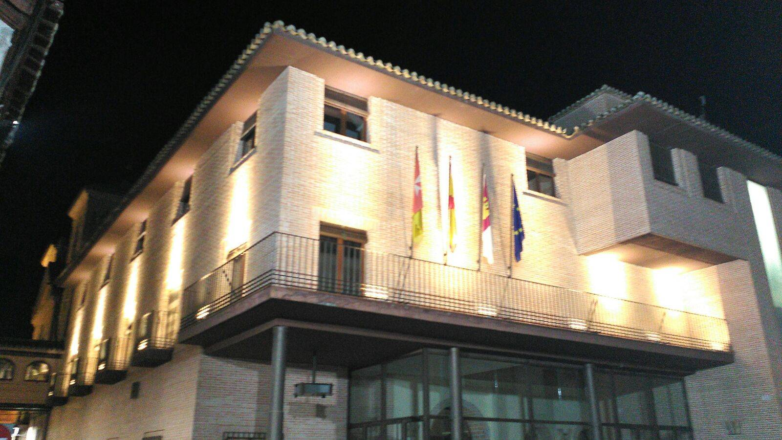 ayuntamiento de herencia con luces carnaval