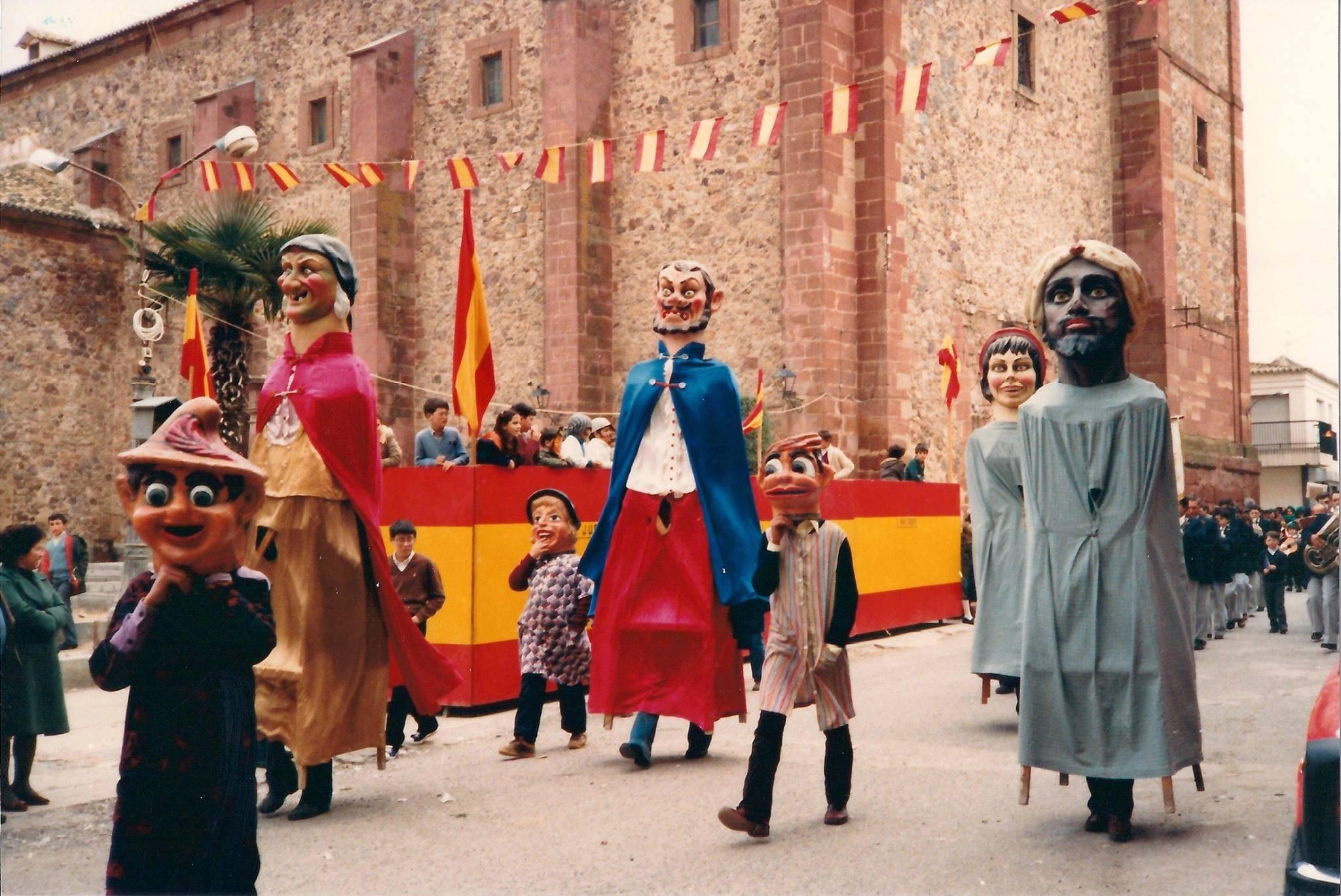 carnaval de herencia 1980 - La Máscara de Carnaval, nuestros Gigantes y Cabezudos y Mariano