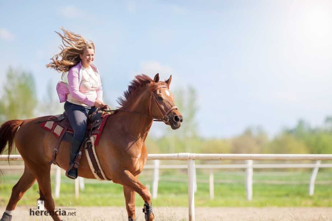doma de campo caballo y chica 1068x712 - Primera Liga Social Doma de Campo en Herencia