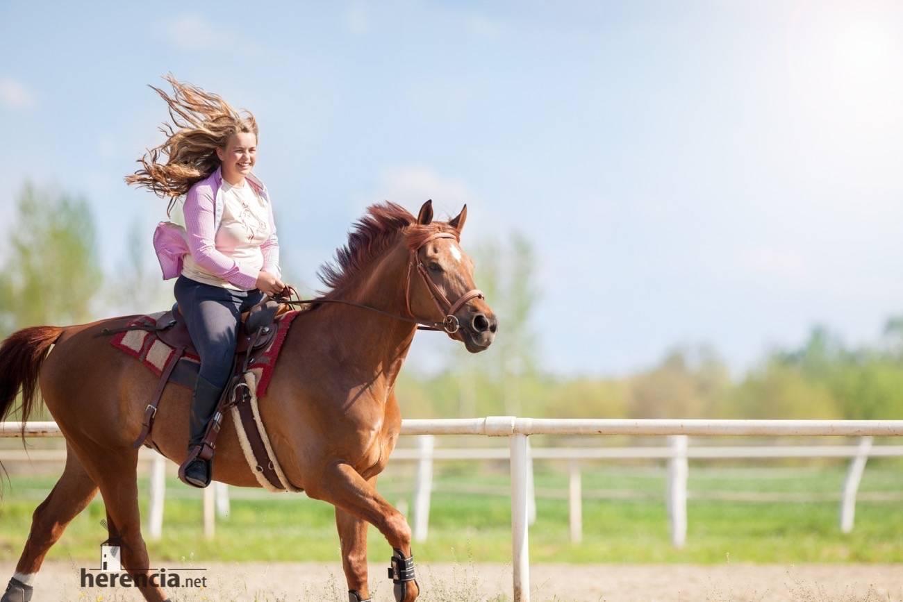 doma de campo caballo y chica - Primera Liga Social Doma de Campo en Herencia