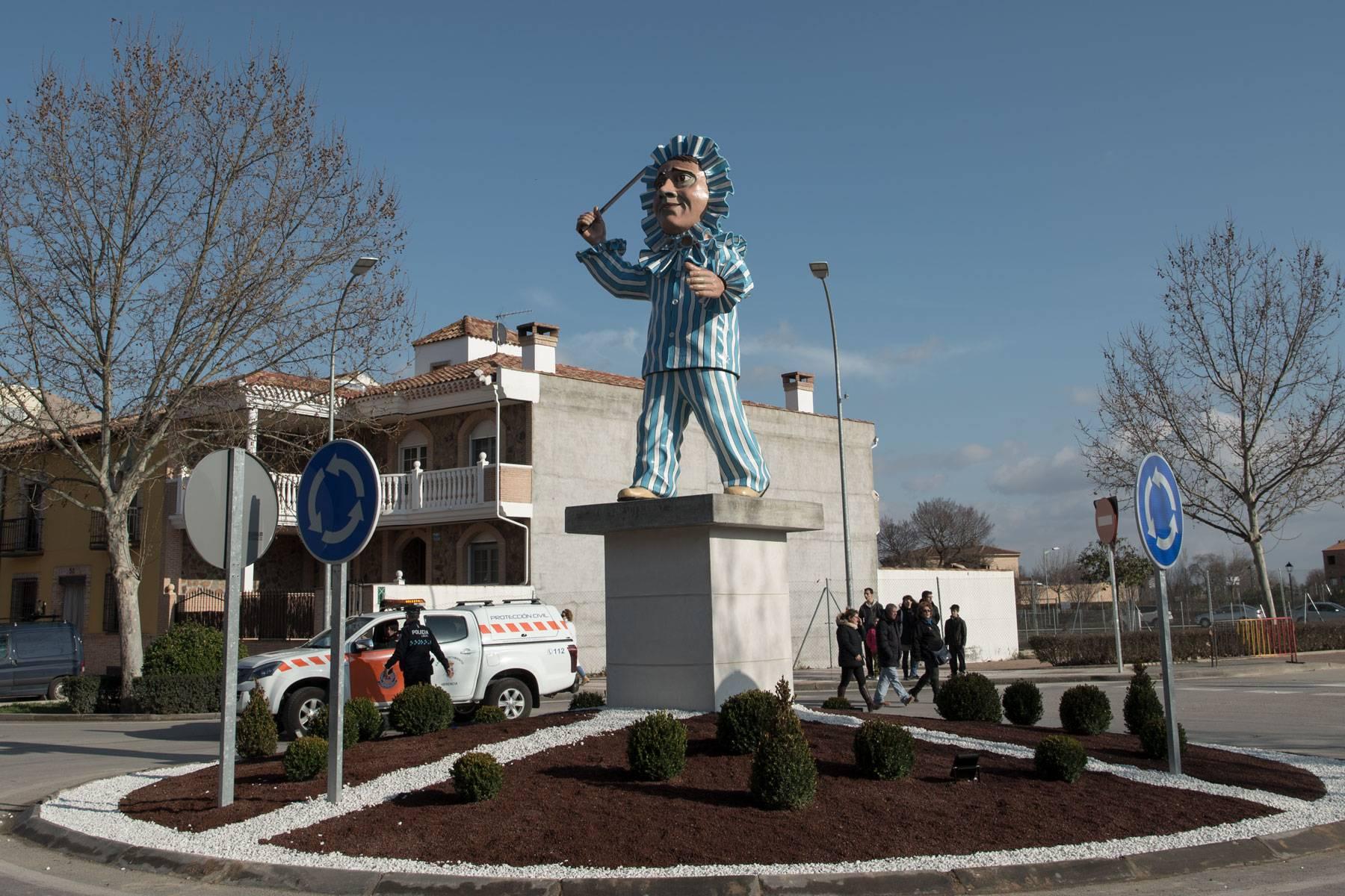 escultura perle carnaval de herencia rotonda estatua - La escultura de Perlé es una realidad y todos lo hicieron posible