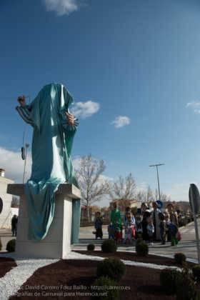escultura perle en domingo deseosas carnaval herencia 11 280x420 - Un Perlé de más de tres metros da la bienvenida al Carnaval de Herencia