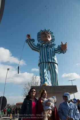 Un Perlé de más de tres metros da la bienvenida al Carnaval de Herencia 40