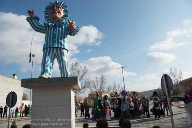 Un Perlé de más de tres metros da la bienvenida al Carnaval de Herencia 48