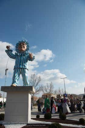 escultura perle en domingo deseosas carnaval herencia 46 280x420 - Un Perlé de más de tres metros da la bienvenida al Carnaval de Herencia