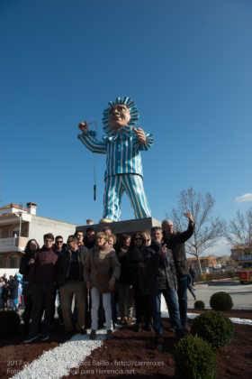 Un Perlé de más de tres metros da la bienvenida al Carnaval de Herencia 71